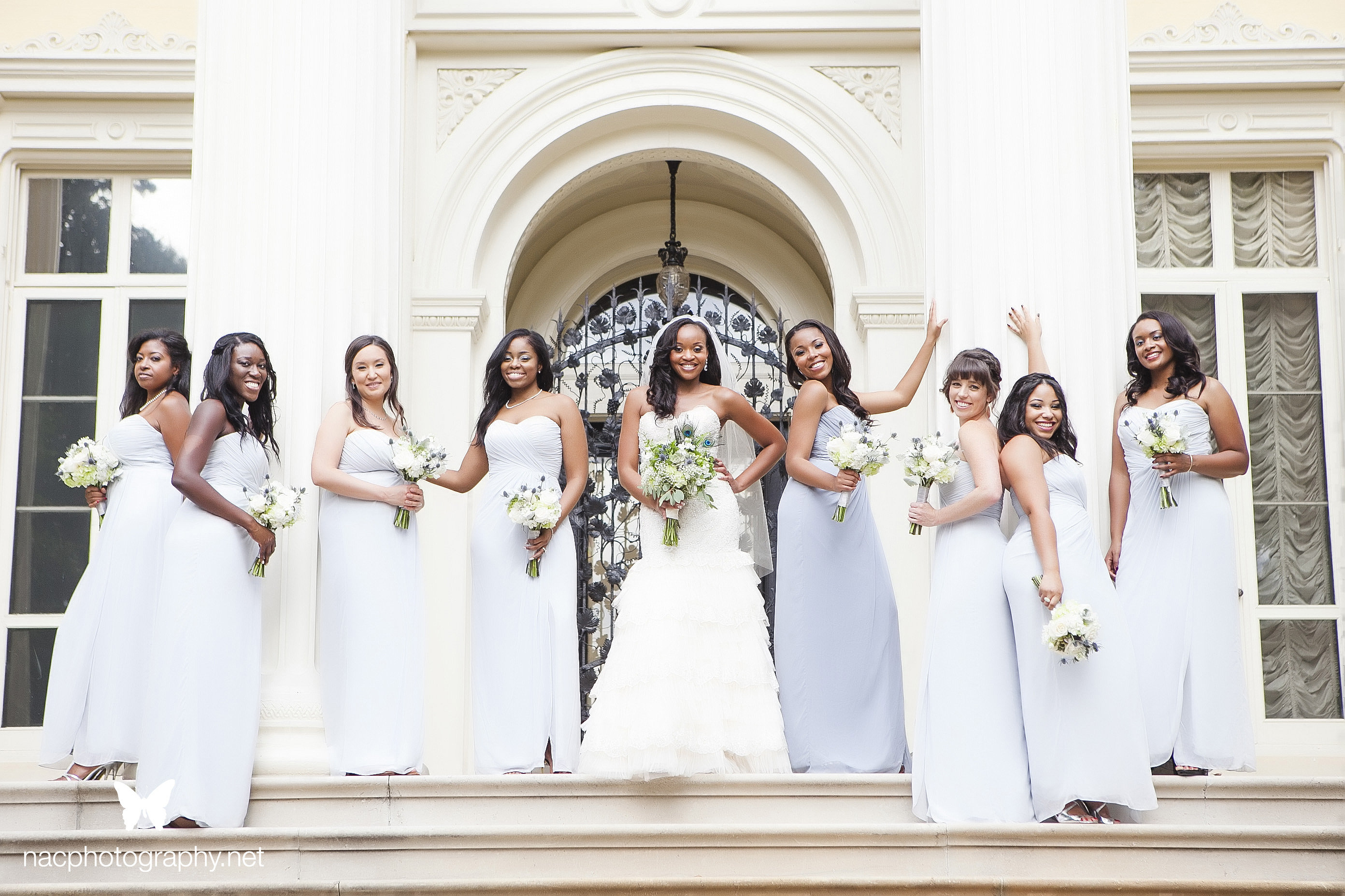 bride and bridesmaids infront of mansion